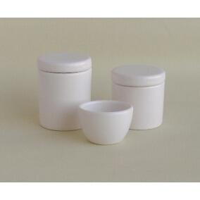 Conj. 2 potes + molhadeira cerâmica brancaDetalhes