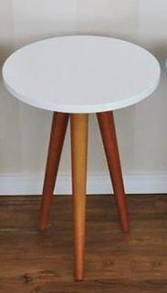 Mesa Tripé, pés mel e tampo branco MT004