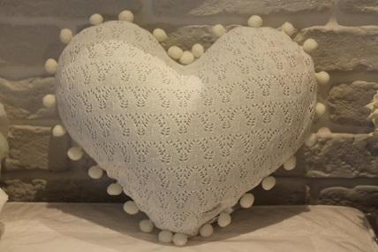 Almofada coração tricot c/grelo FAU Janaina