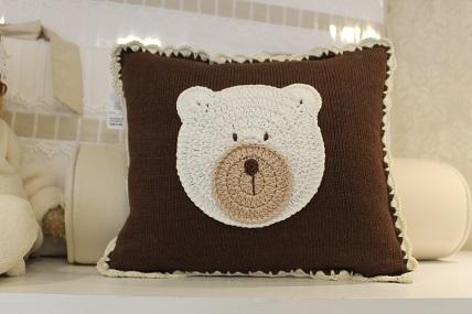 Almofada tricot c/aplicação urso/panda Qmama