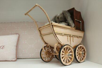 Carrinho de bebê rosa 28cm Avalon