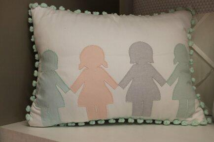 Almofada decorativa bonecas Qmama