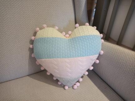 Almofada coração tricot color c/grelo FAU