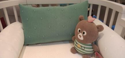 Cabeceira de berço tricô verde Creative Biah