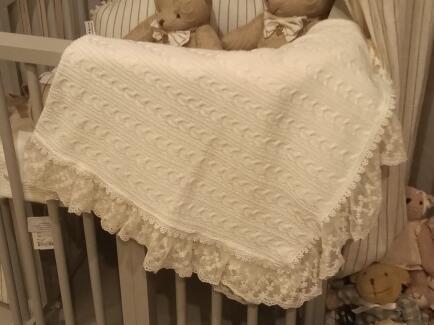Manta bebê em trico trança c/renda FAU