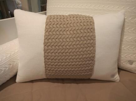 Almofada rineira 30x50 tricot detalhe cestaria FAU